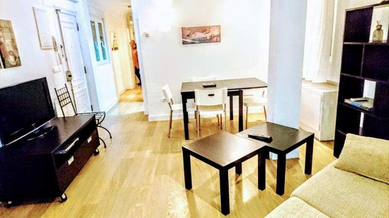 Piso en alquiler en Santander  de 2 Habitaciones, 1 Baño y 90 m2 por 650€/mes.