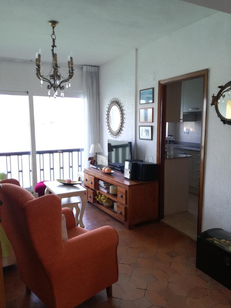 Casa en venta en Miengo  de 2 Habitaciones, 1 Baño y 102 m2 por 200.000 €.
