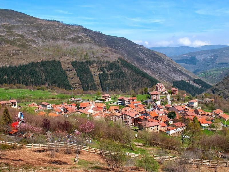 Casa en San Sebastian De Garabandal (CANTABRIA) por 38.000 €
