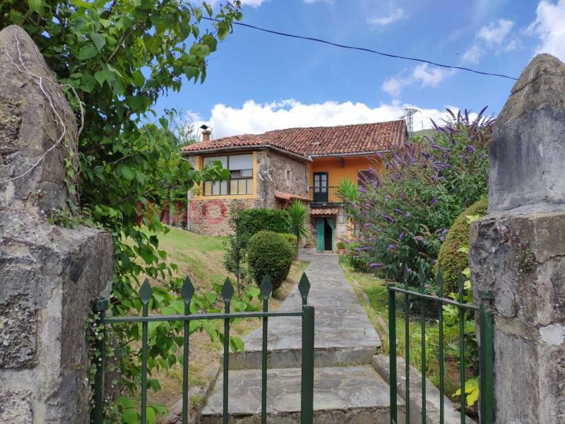 Chalet Pareado en venta en VILLASUSO - Villasuso De Anievas (Cantabria), ISV522