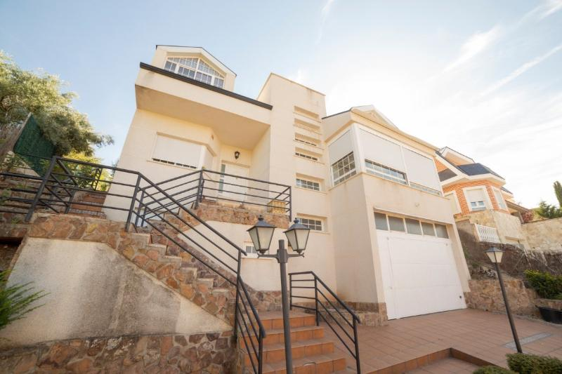 Chalet Individual en URB MONTEHERMOSO - Campo Real (Madrid)
